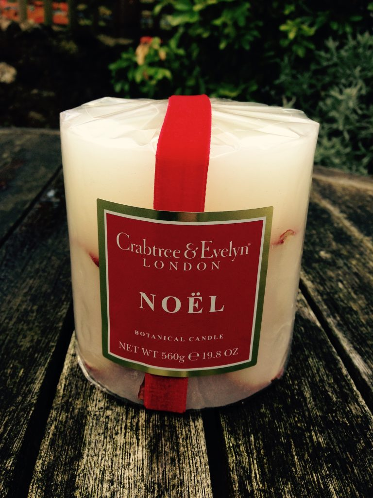 crabtree-evelyn-noel-scented-christmas-candle