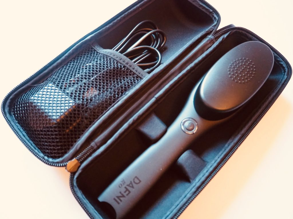 heated hair brush DAFNI Go carry case